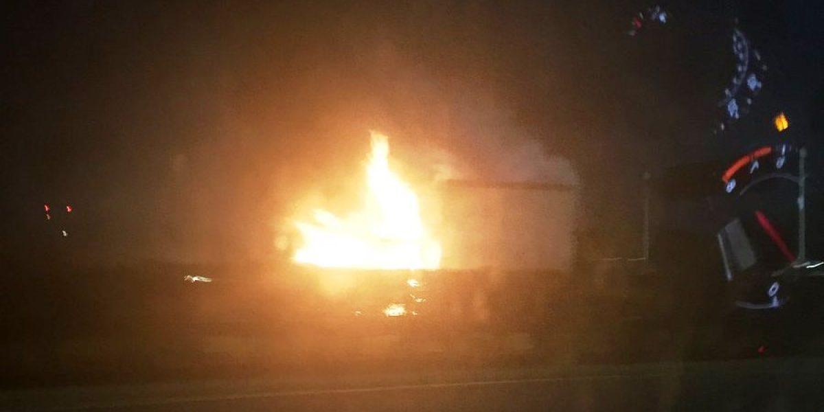 Reportan camión incendiado en el expreso 22