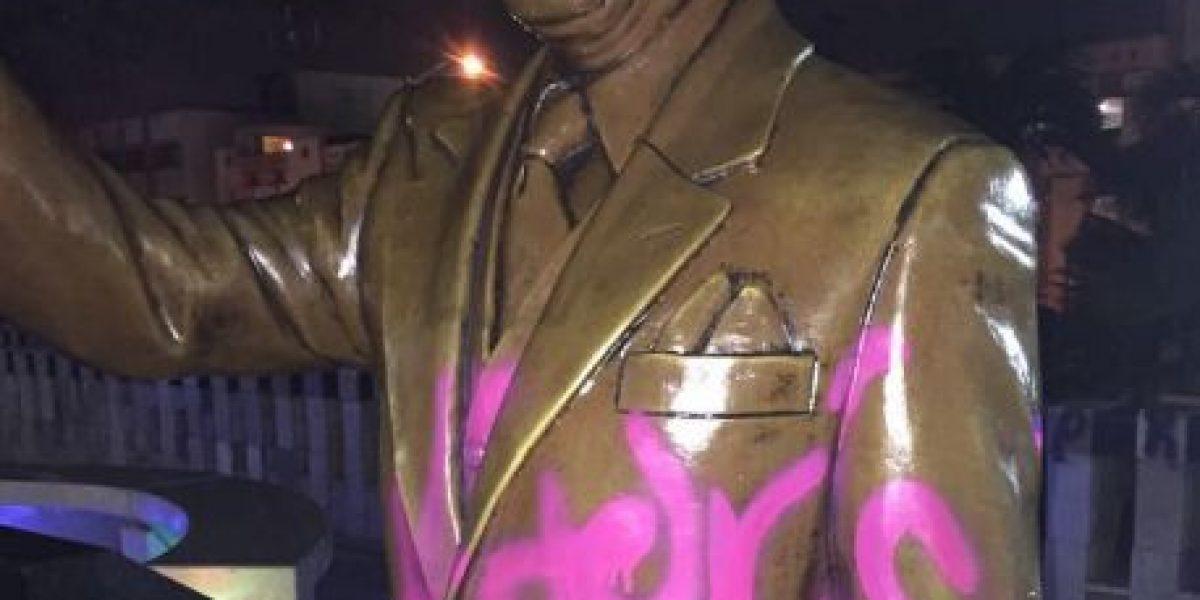 Investigan vandalismo a monumentos frente al Capitolio