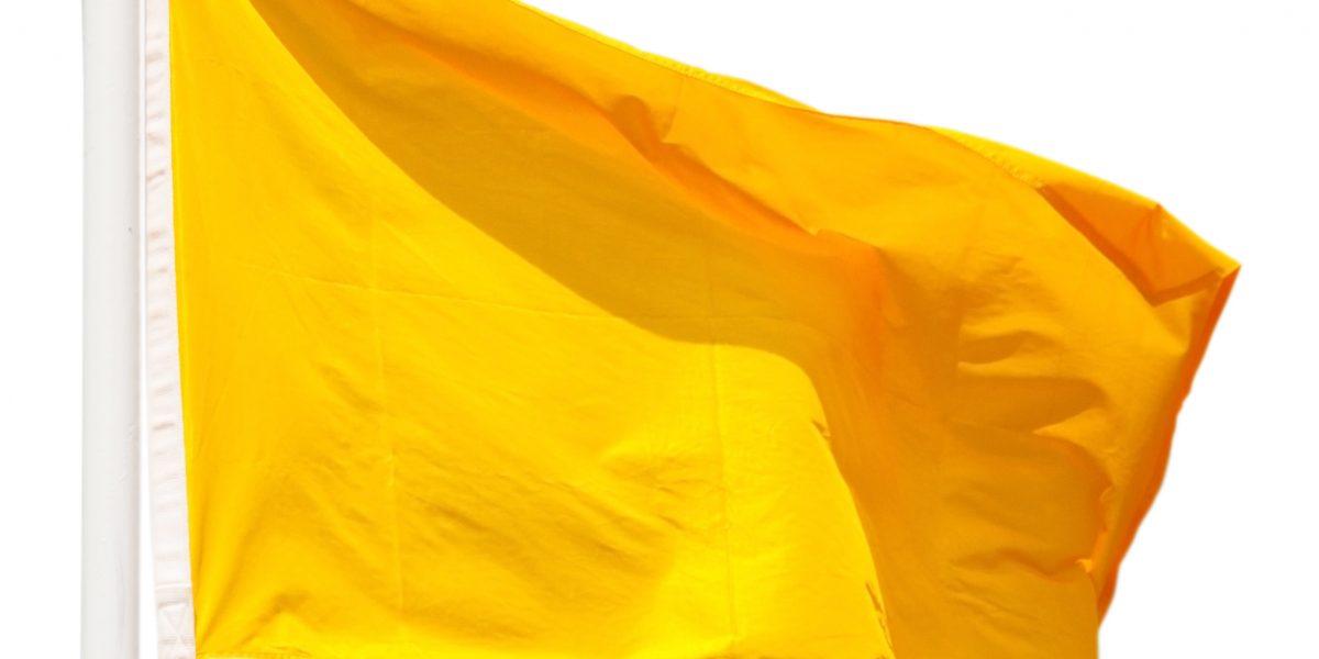Reportan cuatro playas con bandera amarilla