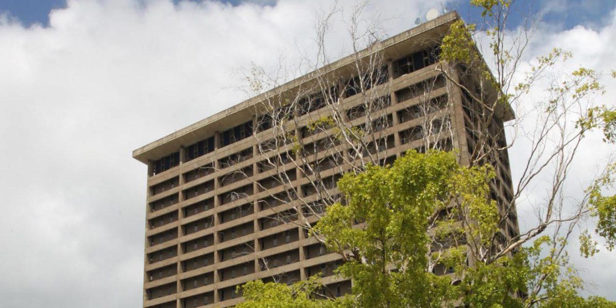 Cuestionan ahorros de la reorganización gubernamental