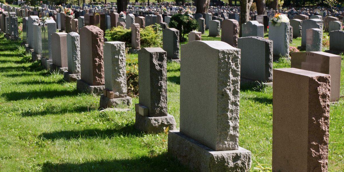 Vandalizan cementerio judío en el estado de Nueva York