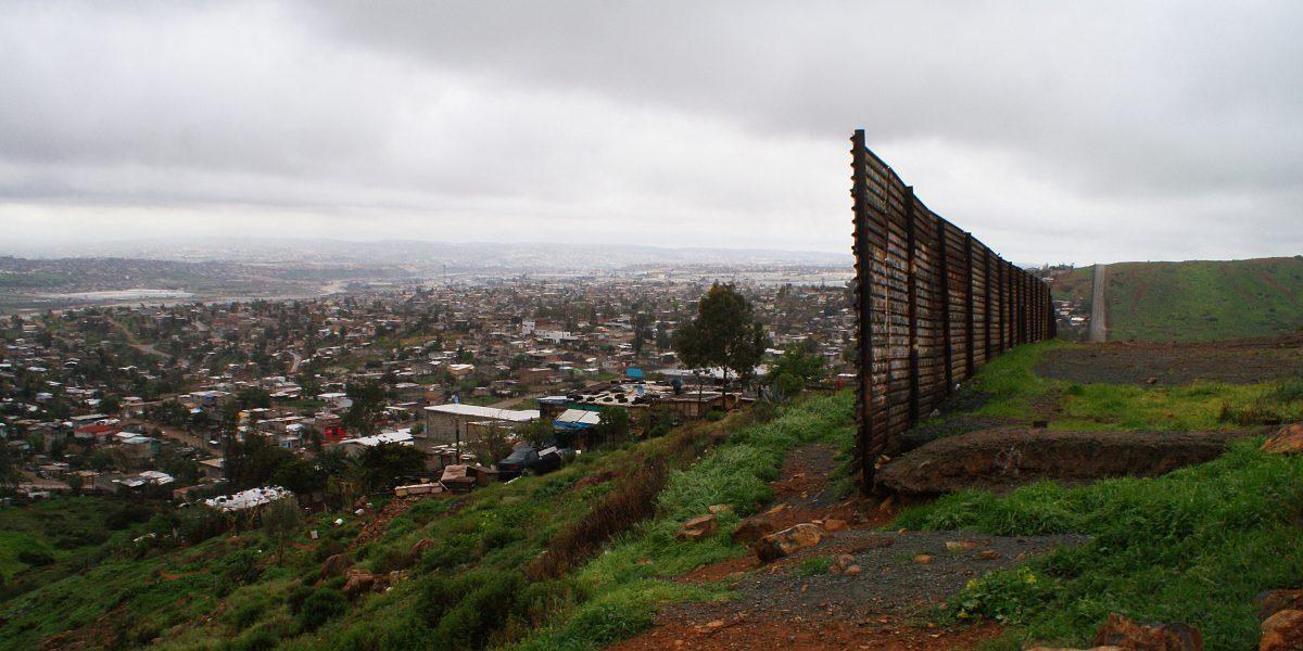 Critican posible separación padres e hijos en frontera EE.UU.