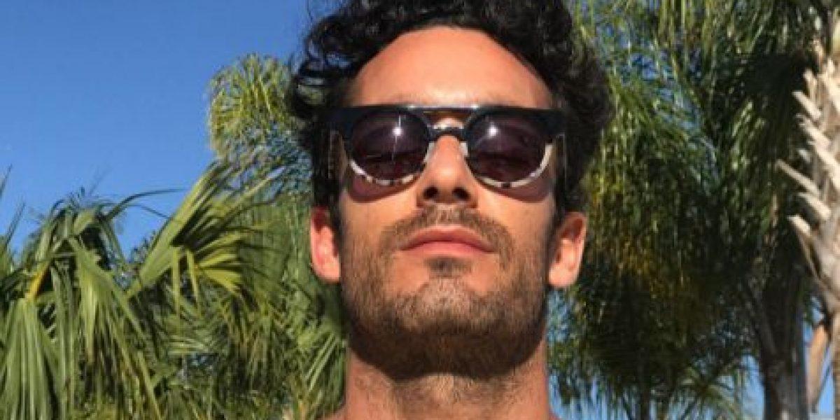 Aarón Díaz se desnuda en las redes sociales