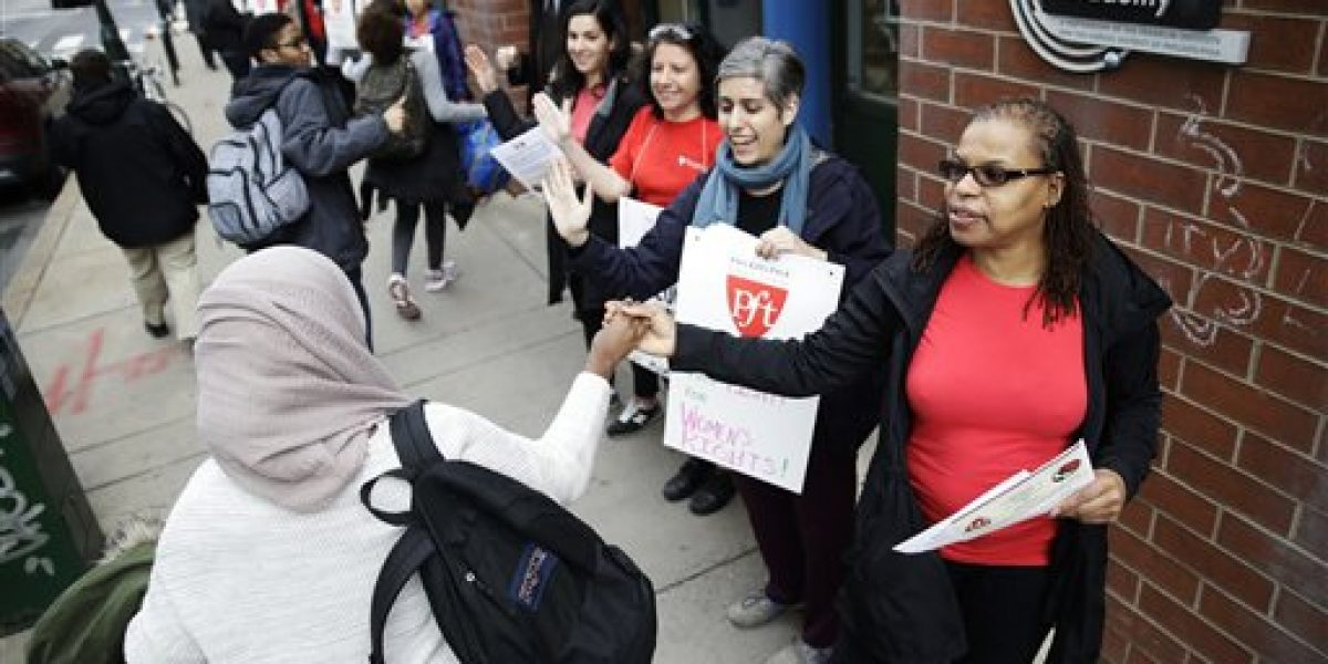 Mujeres asisten a marchas en Estados Unidos