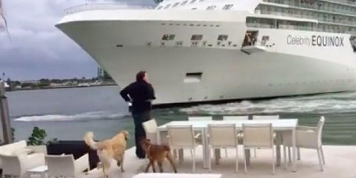 Pareja pasa tremendo susto cuando crucero se acerca demasiado a su residencia