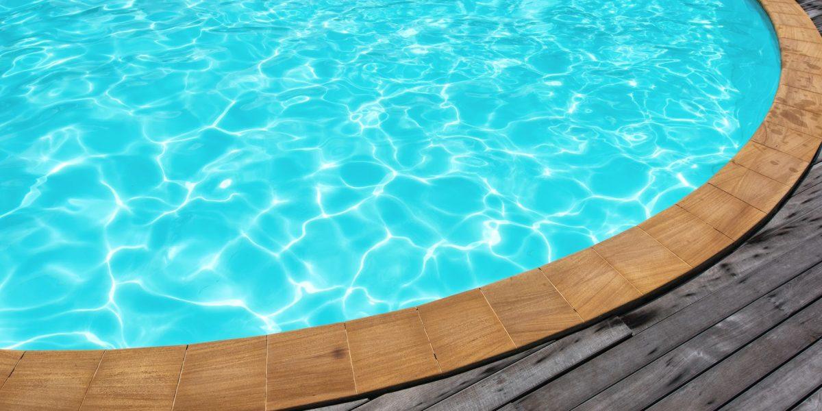 Estudio revela cuánta orina hay en una piscina