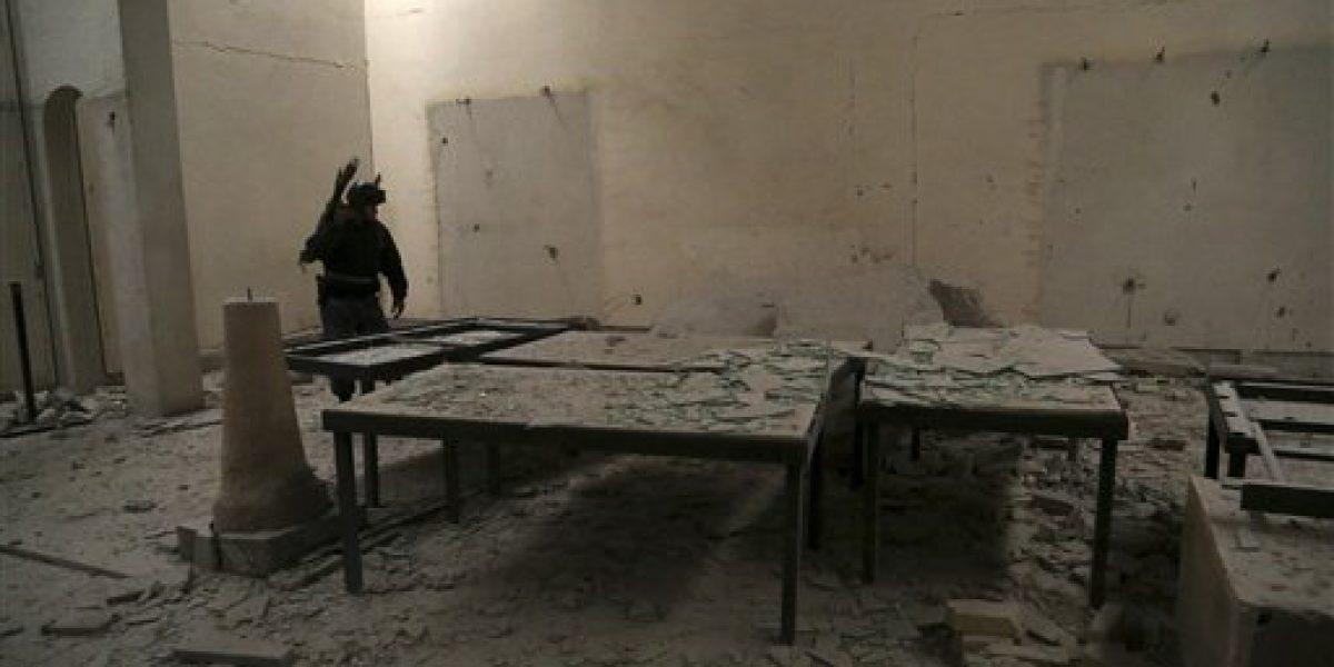 Escombros y cenizas en museo de Mosul recuperado de grupo EI