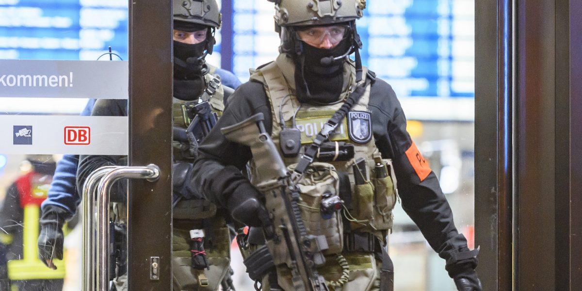Arrestan a dos personas tras ataque con hacha en Alemania