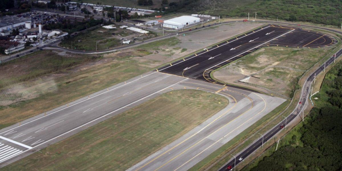 Ponce firma acuerdo con el DRNA para limpieza de aeropuerto