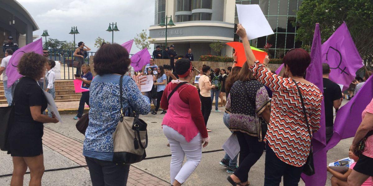Mujeres marchan para que O