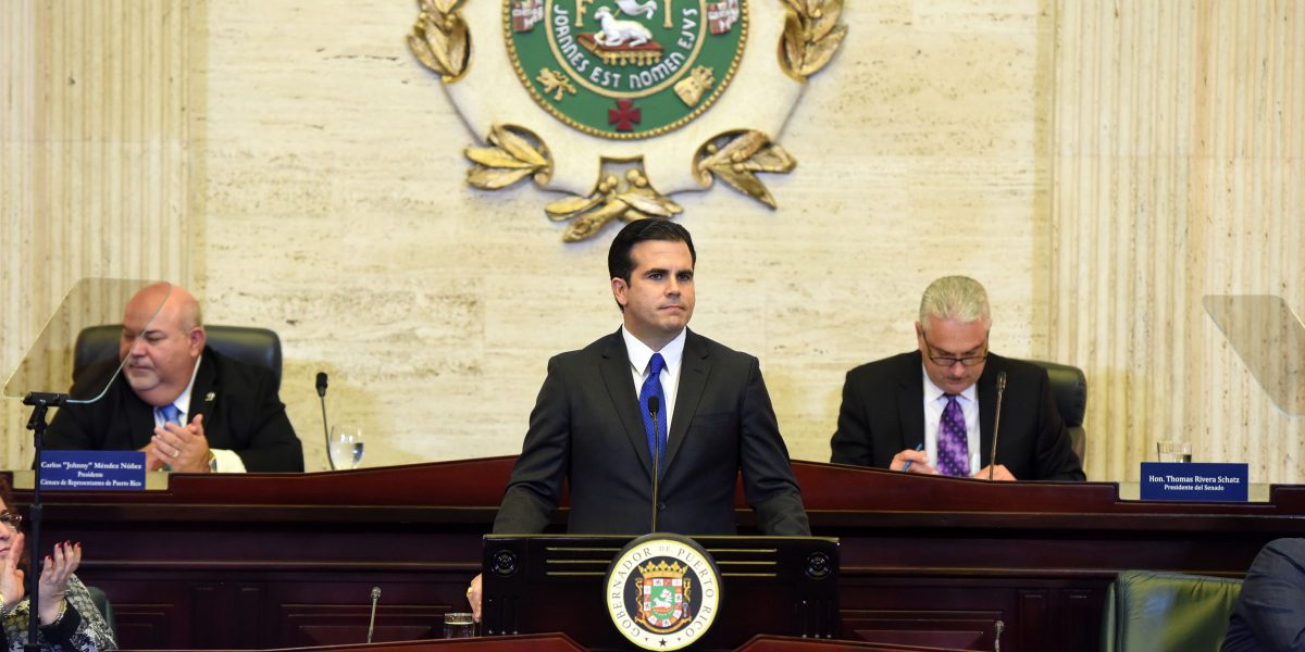 Rosselló presenta sus revisiones y resiste recorte a la jornada laboral