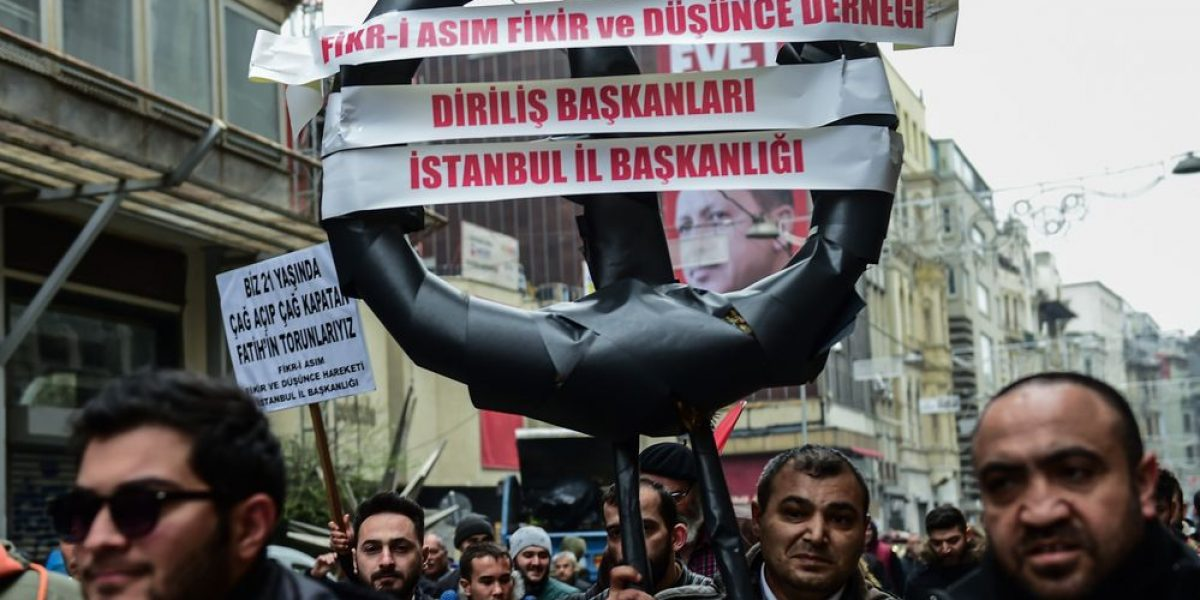 Primer ministro holandés busca aliviar tensión con Turquía
