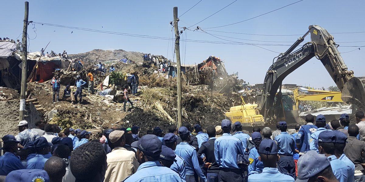 15 muertos y decenas desaparecidos por derrumbe en vertedero de Etiopía