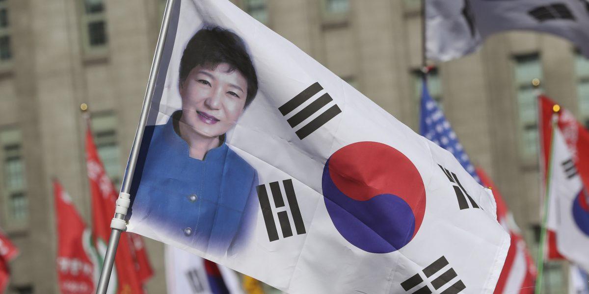 Derrocada presidenta surcoreana deja el palacio presidencial