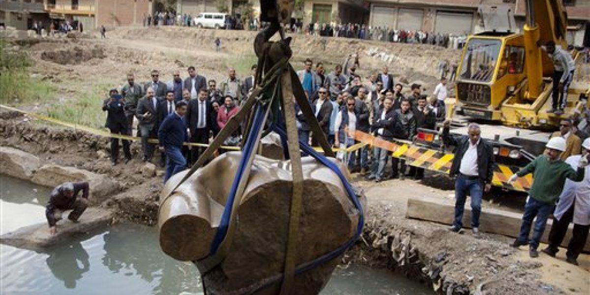 Egipto tratará de reconstruir estatua de gran faraón