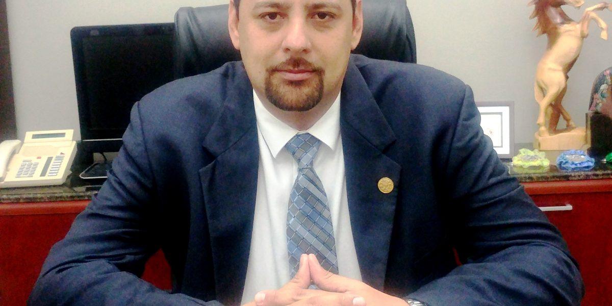Senador busca restablecer vigilancia policial en las escuelas