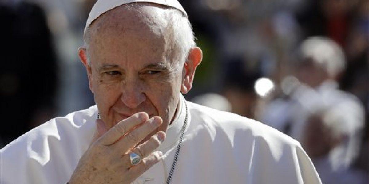 Francisco no recibirá más políticos argentinos