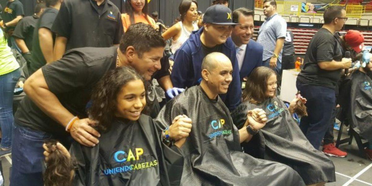 Hija de Senador dona cabello en apoyo a su hermano paciente de cáncer