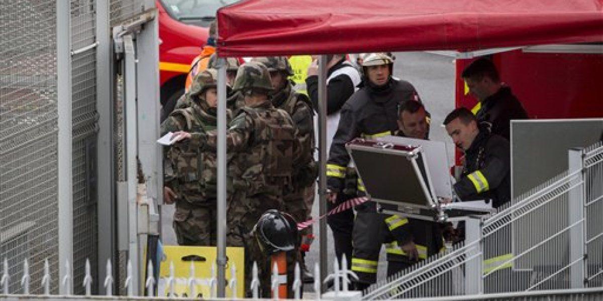 Soldados matan agresor en aeropuerto de París