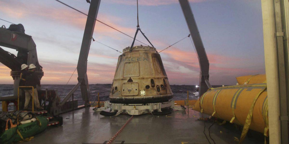 Regresa a Tierra cápsula con material de estación espacial