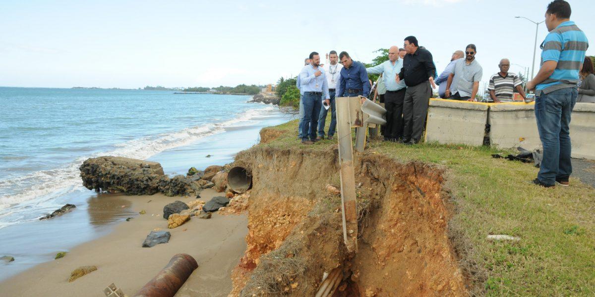 Urgen se atienda erosión de costa que afecta carretera de Toa Baja