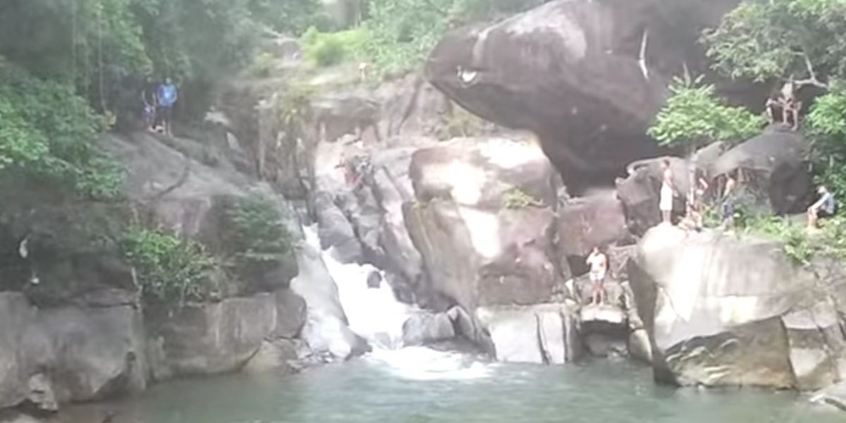 Rescatan nueve jóvenes atrapados por crecida de río Blanco
