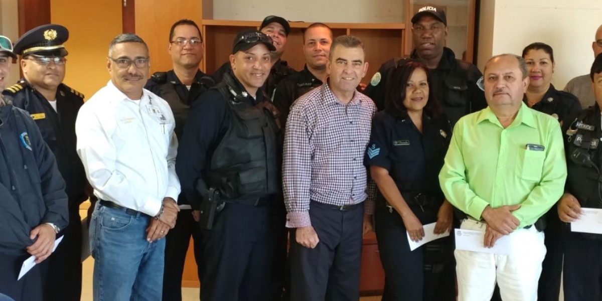Aumentan salario a policías municipales de Vega Alta