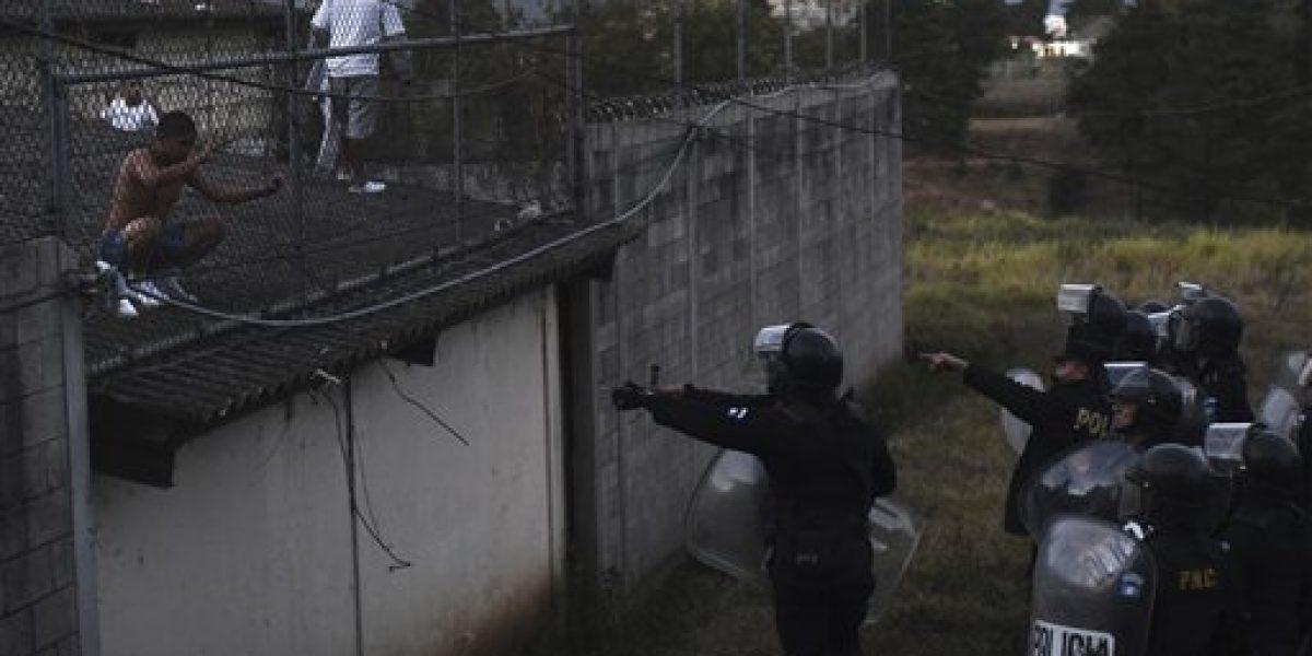 Motín en Guatemala deja cuatro rehenes y dos muertos