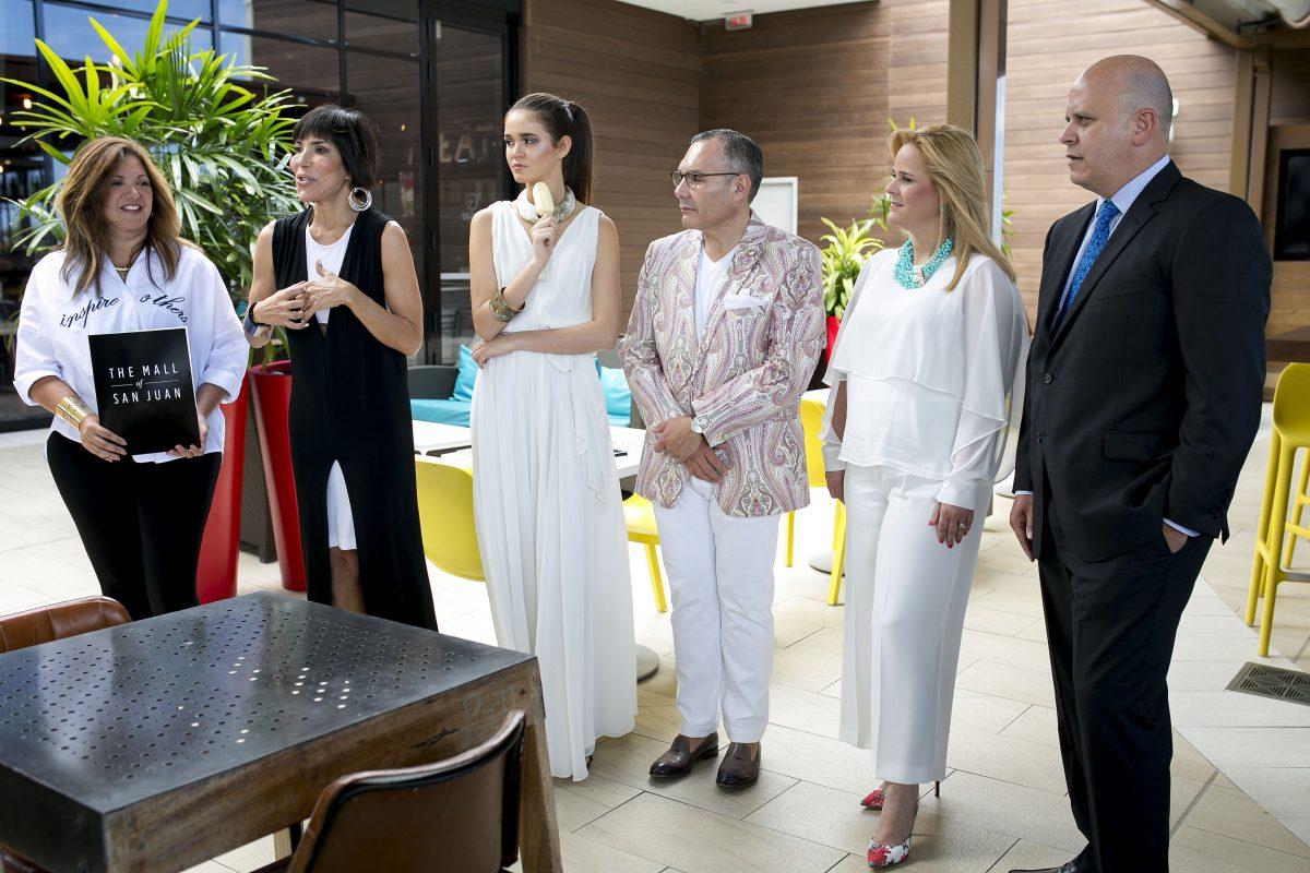 © Xavier Garcia. Imagen Por: De izquierda a derecha, Marnie Marquina, Caridad Fernandez, modelo, Daniel Espinosa Wanda Ojeda y Jose Ayala Bonilla. / Suministrada