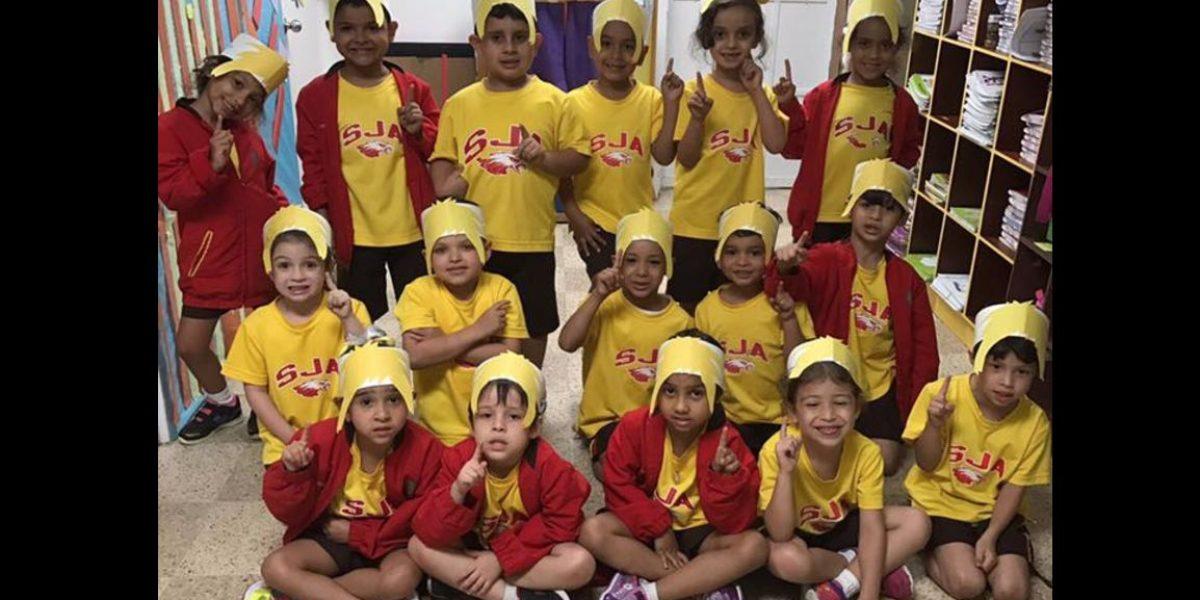 Eufóricos estudiantes con el equipo de Puerto Rico