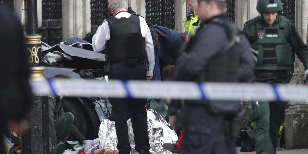 Hombre baleado por policías cerca de Parlamento británico