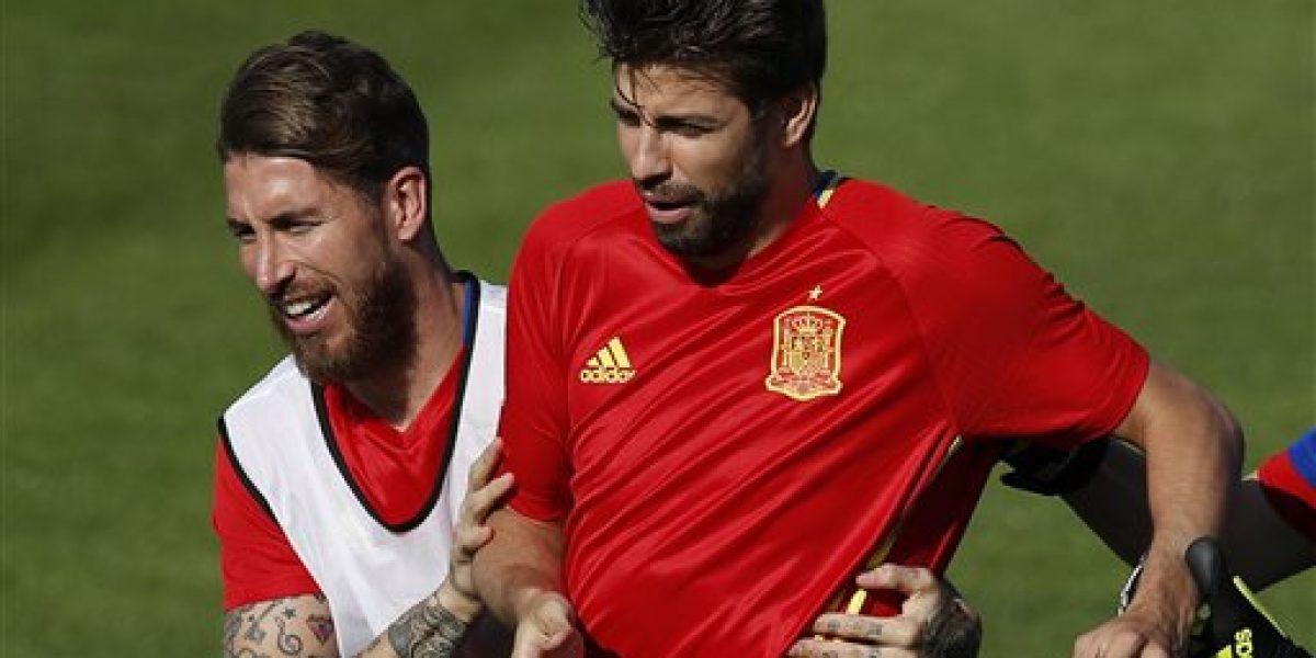 Piqué y Ramos hacen las paces en la selección española