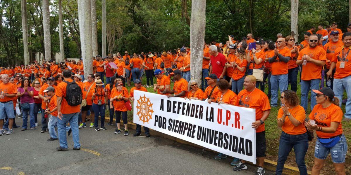 Desilusionados empleados y profesores de la UPR tras reunión en administración central