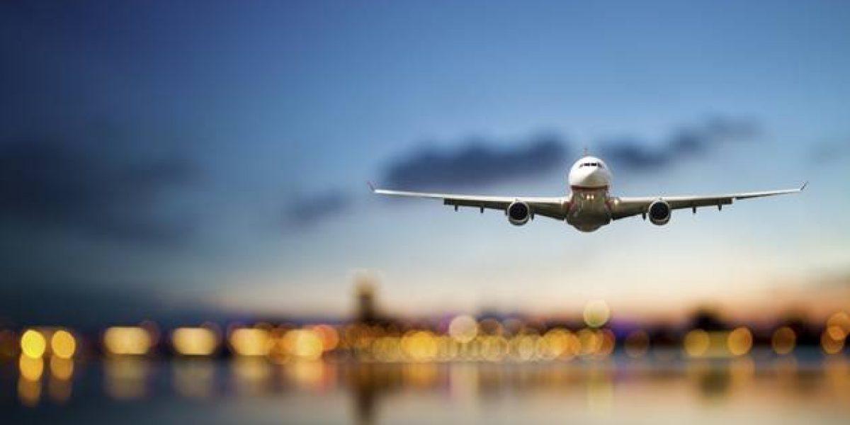 Pareja de ancianos es llevada a avión equivocado
