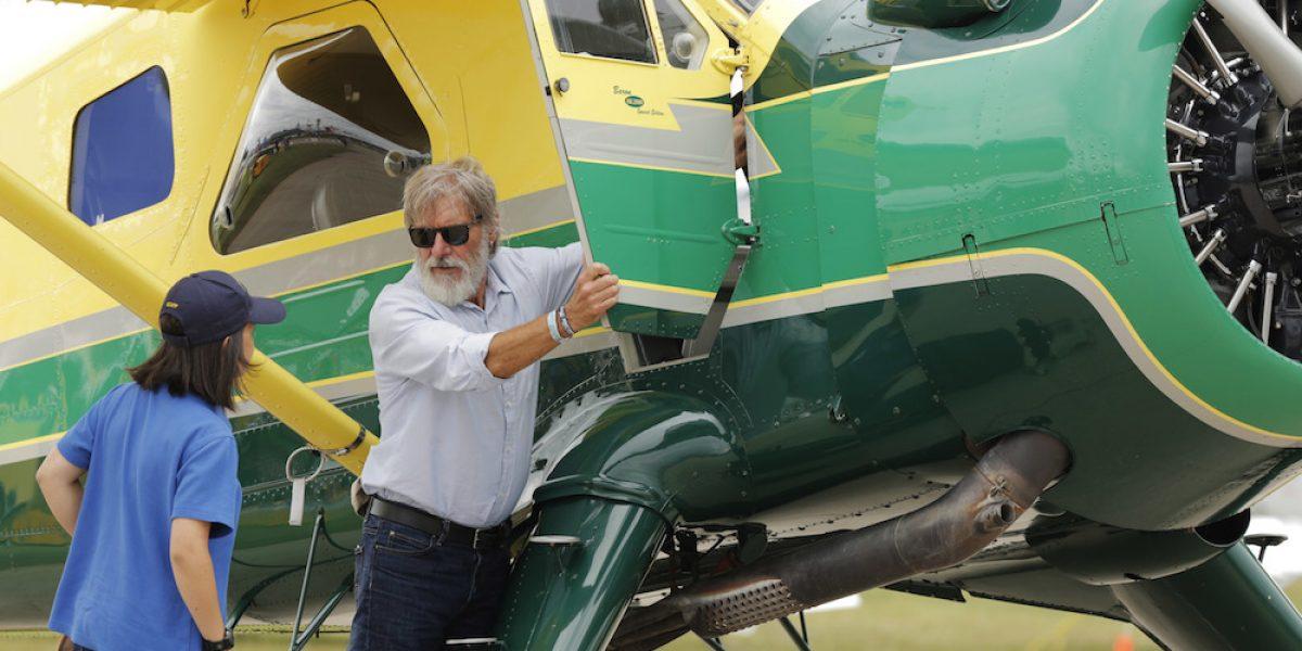 Harrison Ford dice que iba distraído cuando voló sobre avión