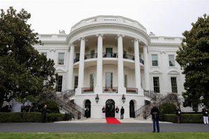 Detienen por tercera vez a mujer que intentó saltar verja de la Casa Blanca