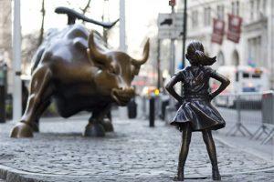Un año mas, estatua de niña desafiante en Wall Street