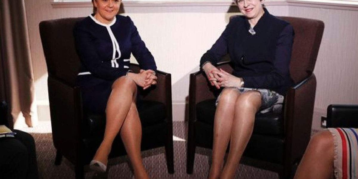 Levanta polémica foto de Theresa May y Nicola Sturgeon