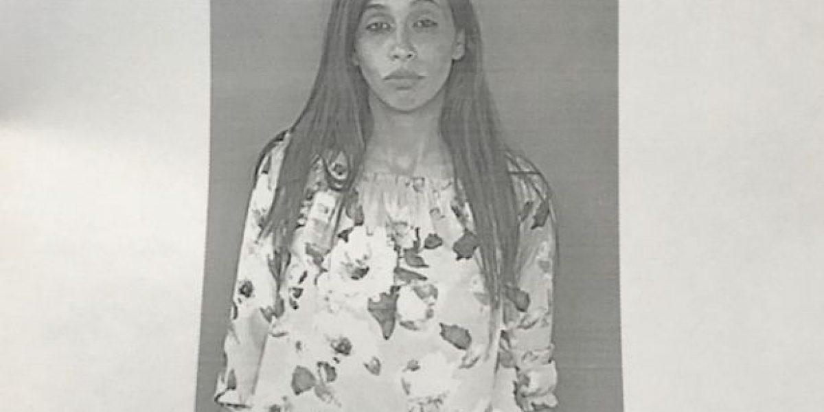 Procesan mujer por comprar con cheque robado en colmado de Hatillo