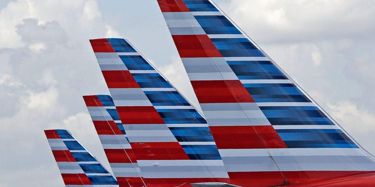 Piloto de American Airlines muere antes de aterrizar avión