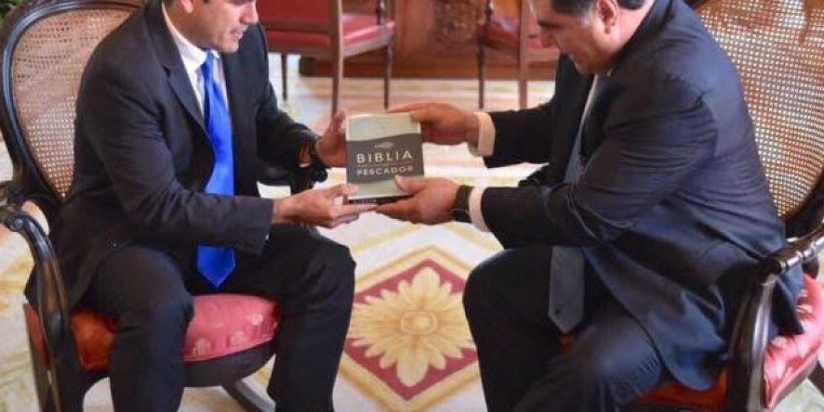 Gobernador recibe en Fortaleza primer puertorriqueño autor de una Biblia