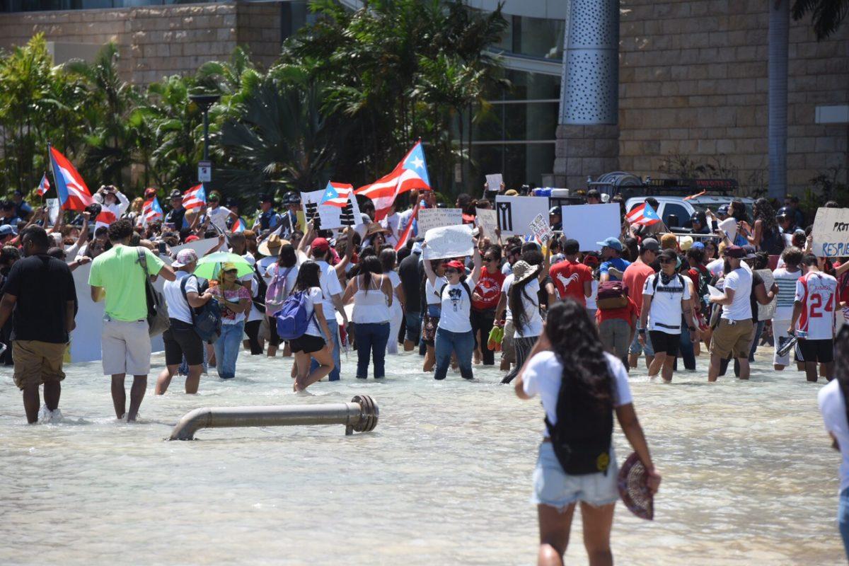 Protesta universitarios en sexta reunión Junta Control Fiscal/ Dennis A. Jones/ Metro P.R.