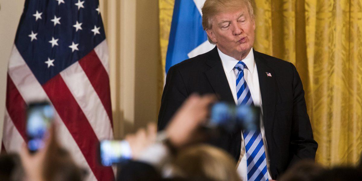 Trump insinúa que podría tomar medidas contra Assad