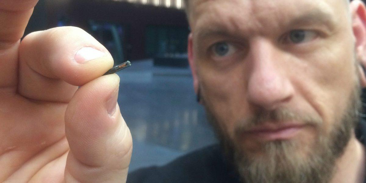 Compañía sueca coloca microchip a sus empleados