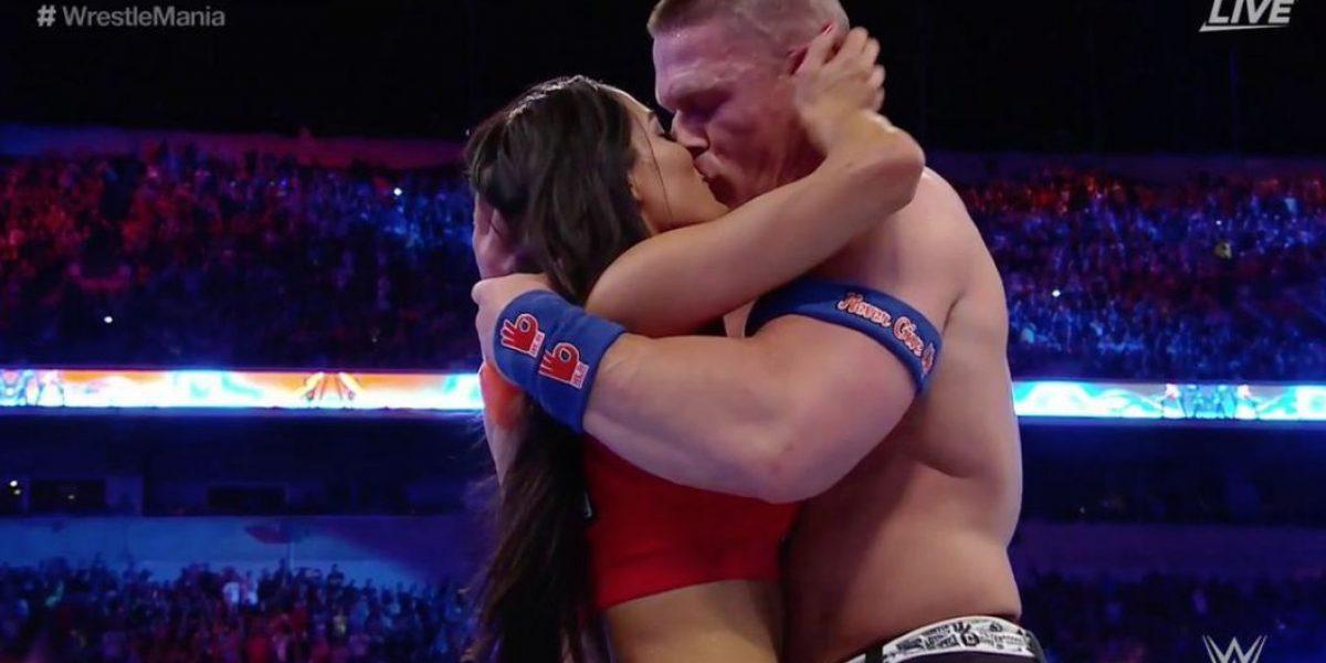 John Cena le pide matrimonio a su novia en pleno ring
