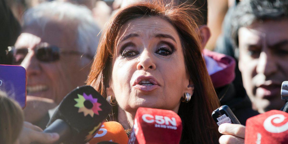 Procesan a expresidenta de argentina e hijos por supuesta corrupción