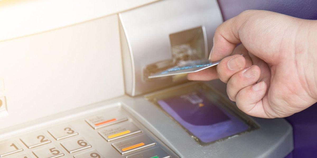 Investigarán a operadores de cajeros automáticos privados