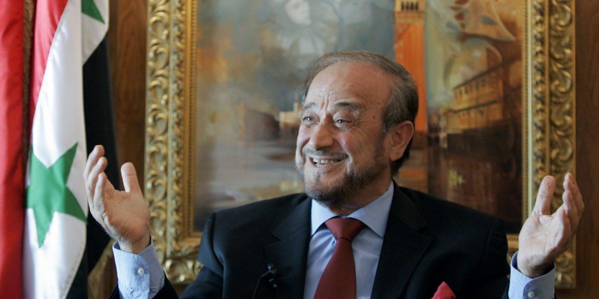 España embarga $740 millones al tío del presidente de Siria