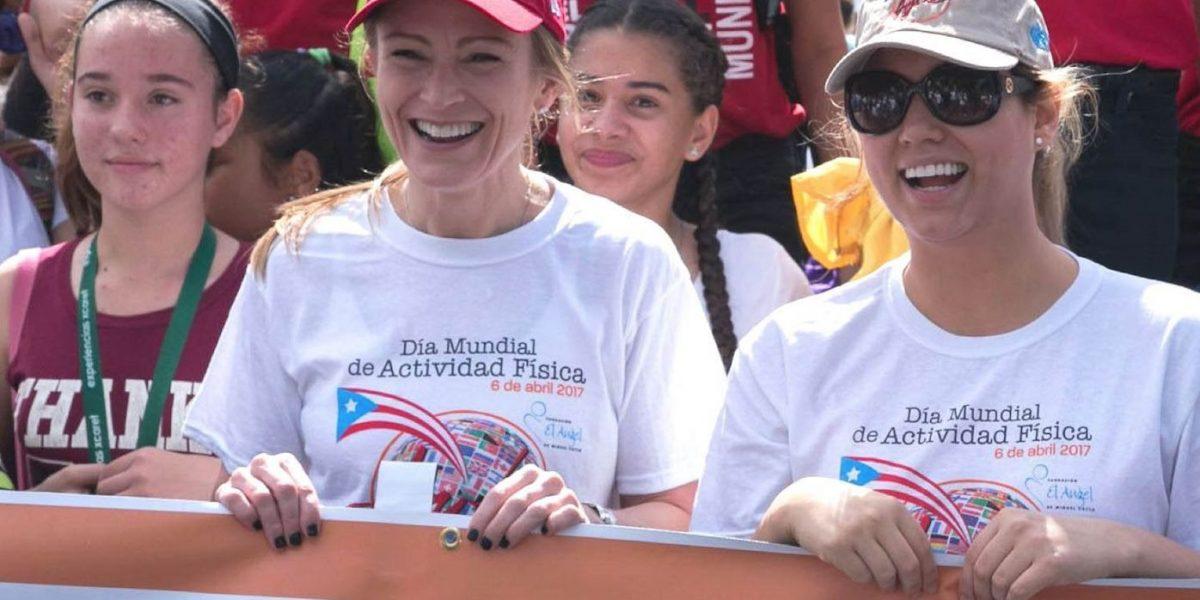 Primera dama camina por la actividad física