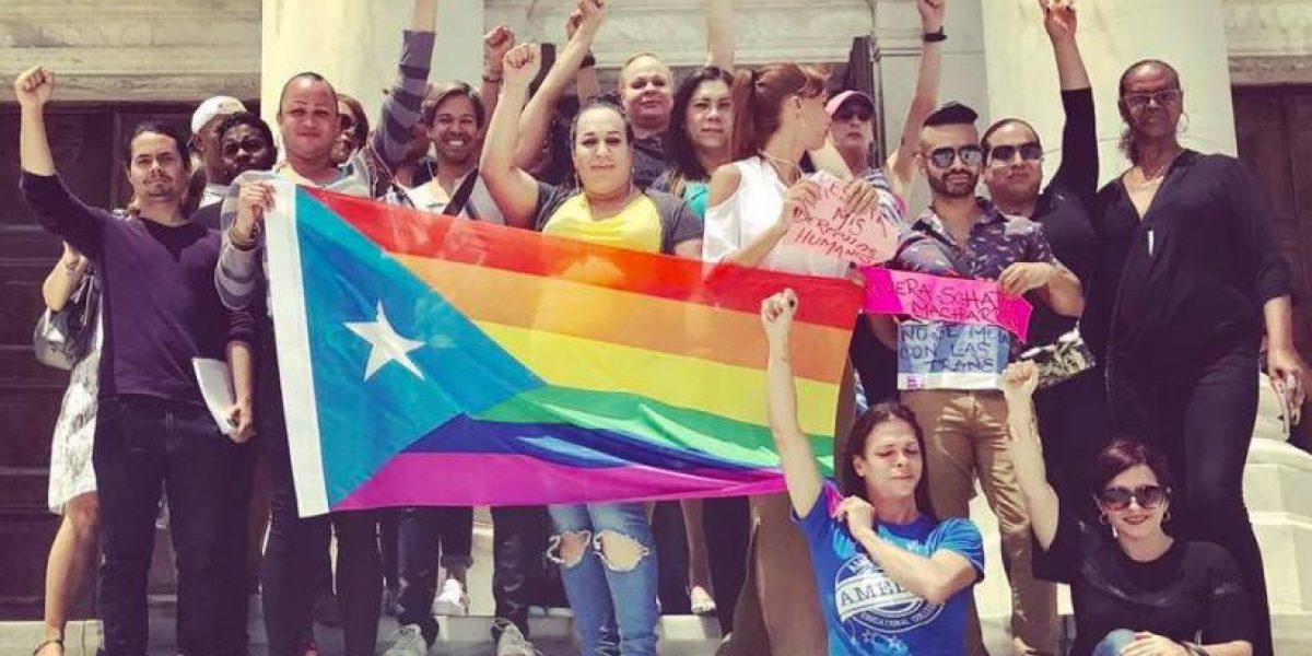 Ciudadanos transgénero protestan en el Senado contra Rivera Schatz